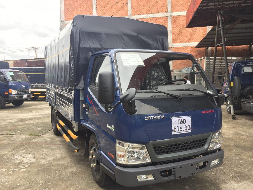 Xe tải IZ49 màu xanh